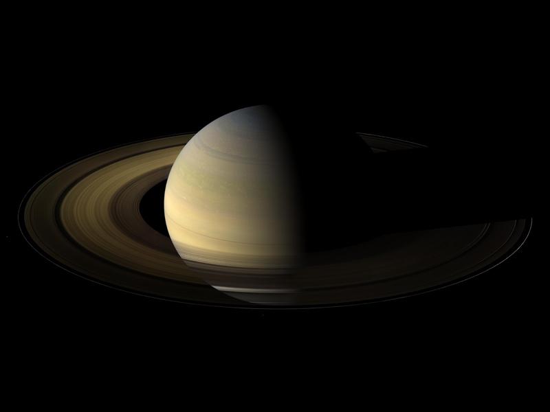 """Фото Сатурна с Международной автоматической станции """"Кассини"""""""